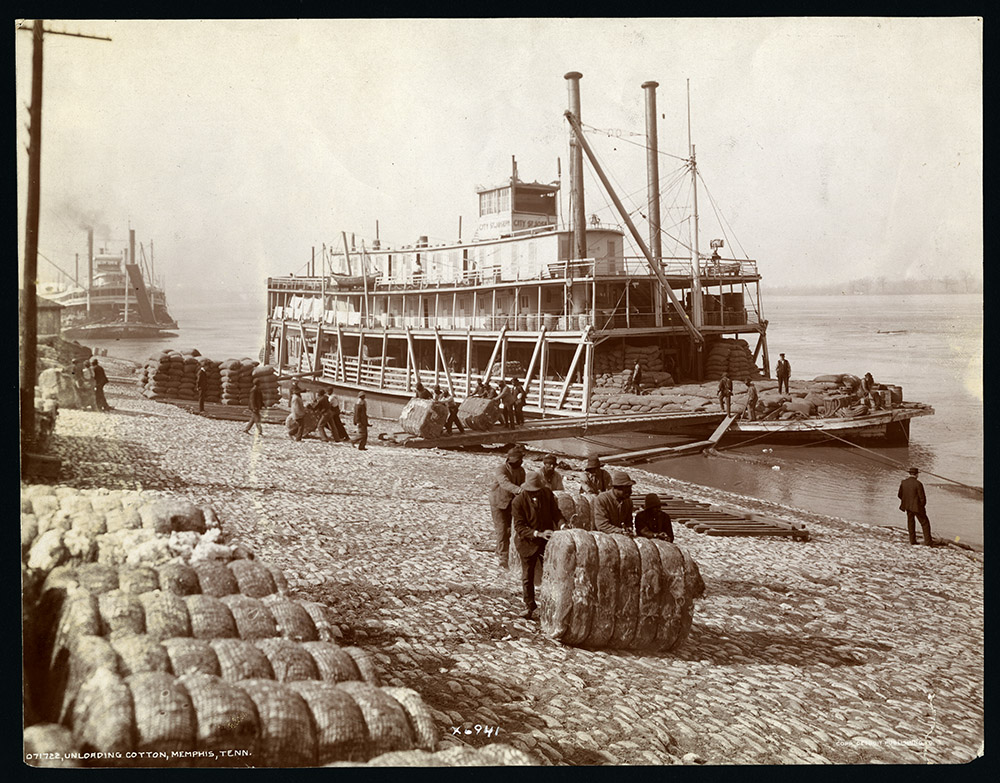 Steamboat City of St. Joseph loading cotton on the Memphis waterfront